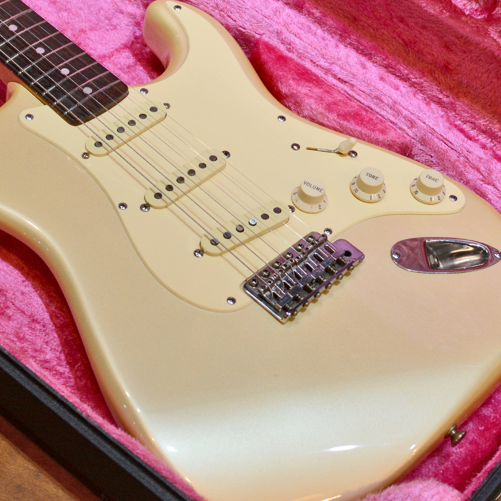 [중고] Fender Japan '72 Reissue Stratocaster ST72-70R Frosted White JV 1983'